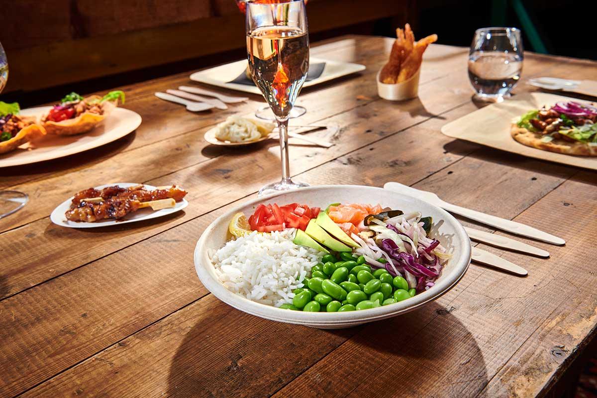 Creëer sfeer met amusebakjes en saladeschaaltjes van bagasse